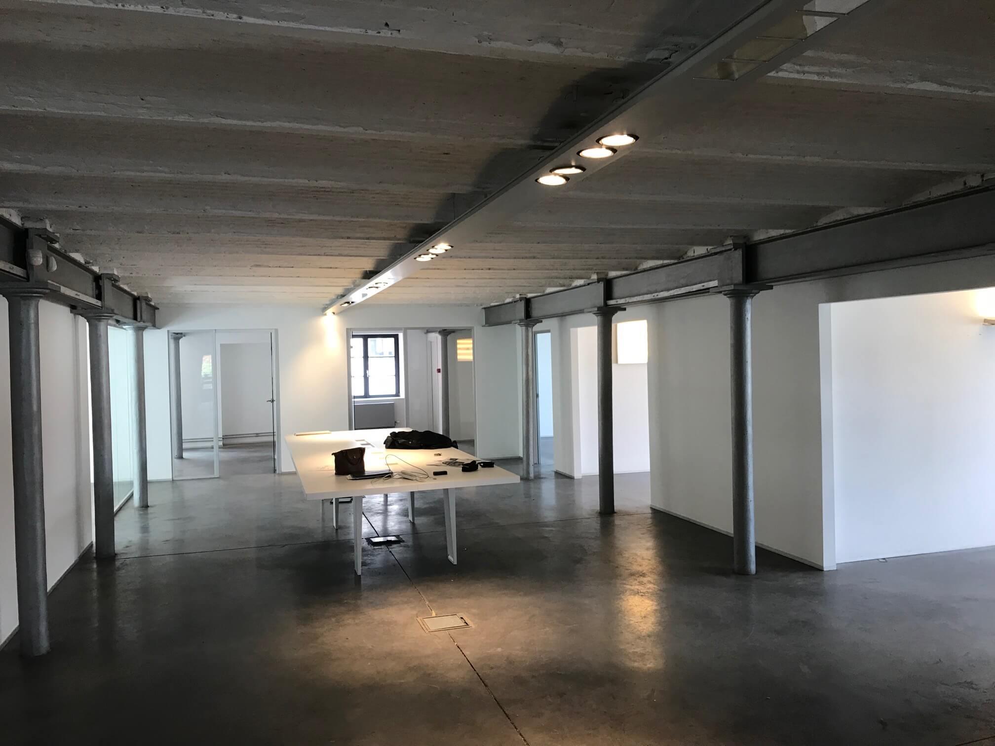 bureau-table-galerie-electricite-vanhoyesprl