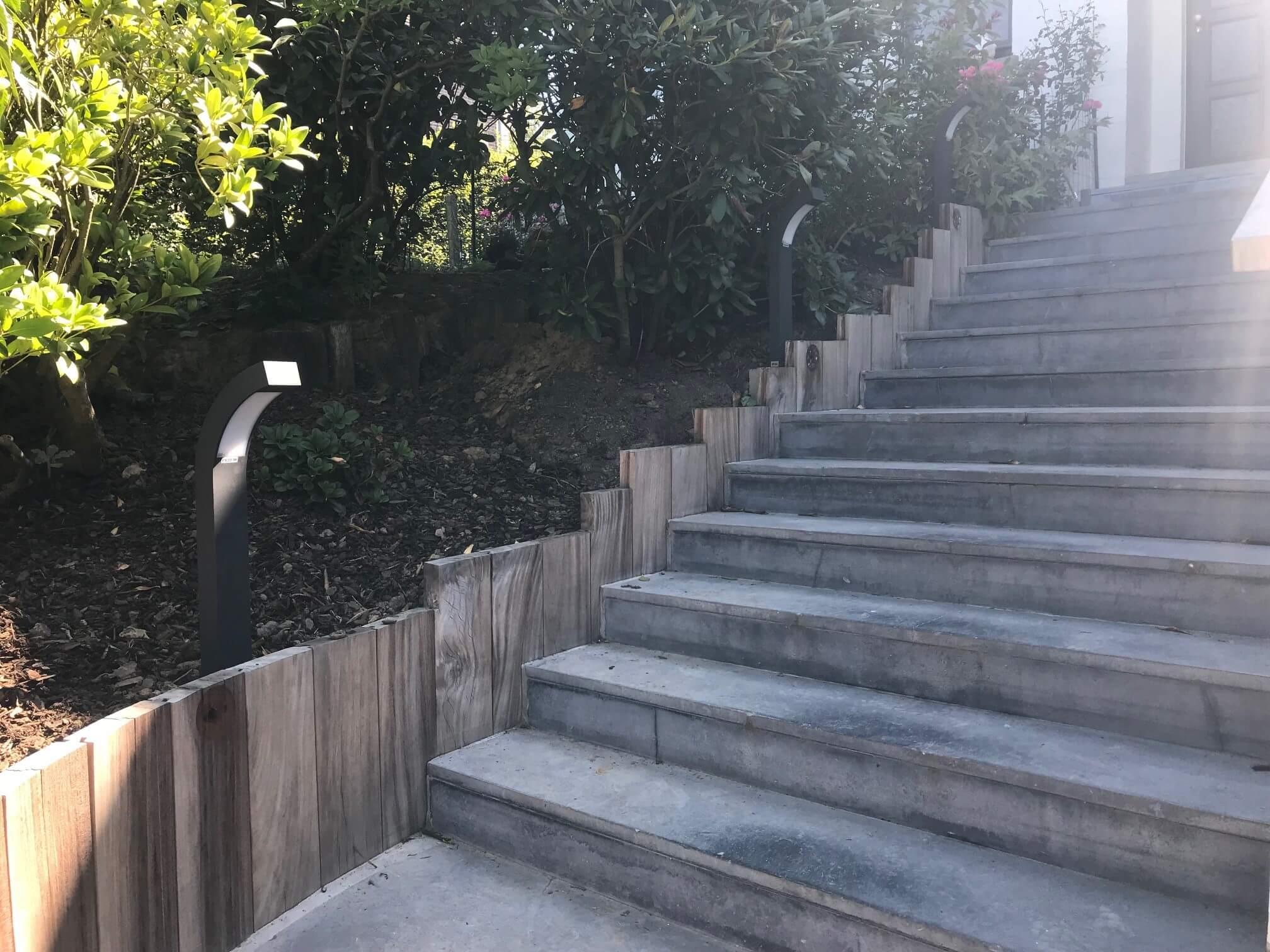 eclairage-escalier-jardin-galerie-electricite-vanhoyesprl